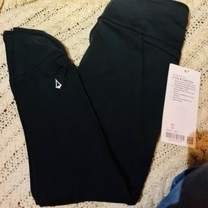 Lululemon - In For A Twist Pant, Girls size 12 NWT